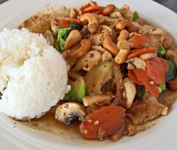 Thai kesudiós csirke
