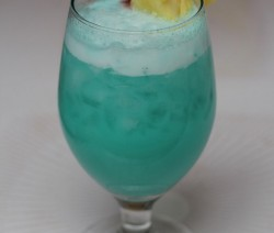 Blue Hawaiian koktél