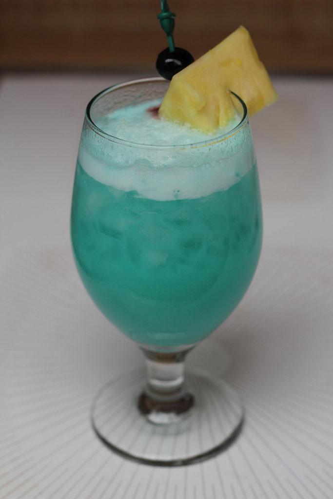 Blue Hawaiian koktél