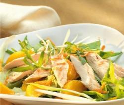 Csirkemell saláta filézett naranccsal és jégsalátával
