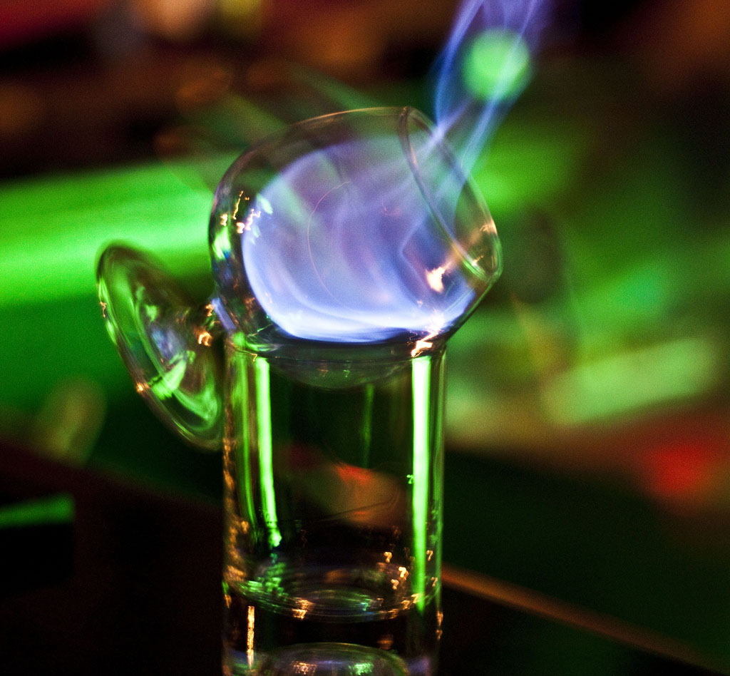 Flaming Sambuca koktél