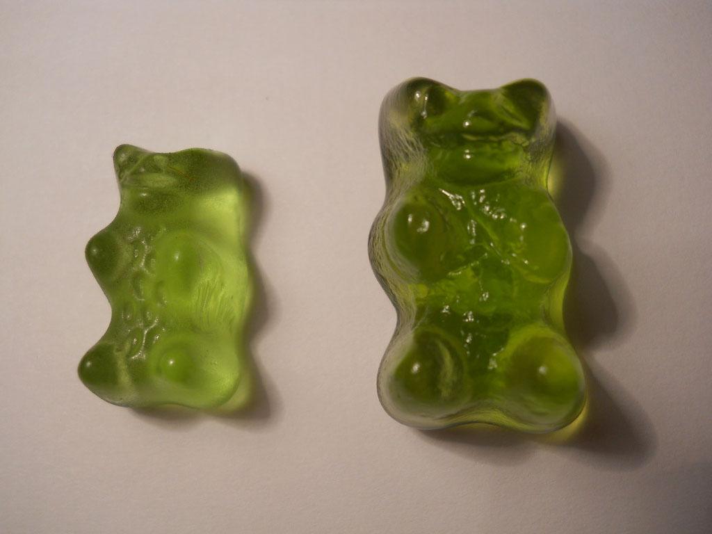 Vodkás gumimaci (balra: eredeti, jobbra: vodkás)