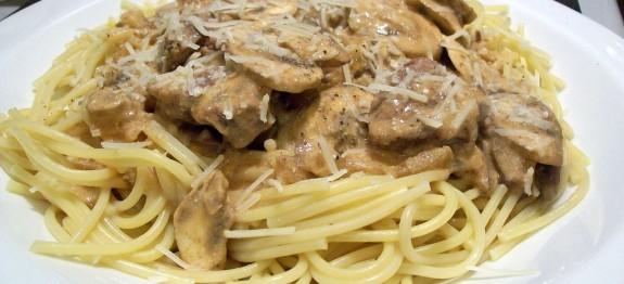 Tejszínes-gombás spagetti