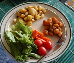 Tepsis burgonya és zöldségek