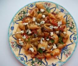 Fokhagymás-chilis kagylótészta vörösborral és rokfort sajttal