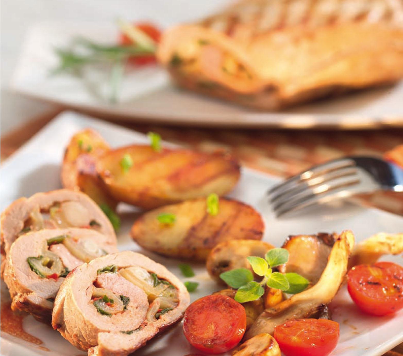 Magyaros grill - töltött sertésszűz roston sütve, héjában sült burgonyával