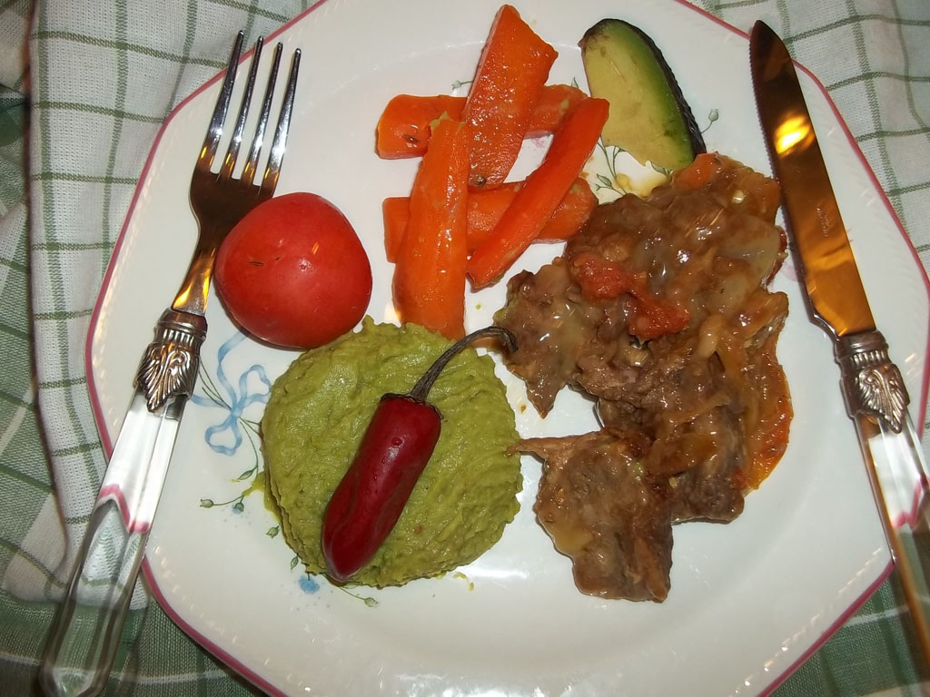 Lecsós sertéstarja zöldborsópürével, dinsztelt sárgarépával