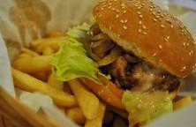 Sertés hamburger hasábbal