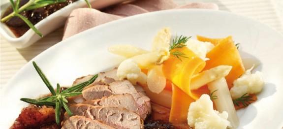 Zöldfűszeres sertésszűz filé roston sütve