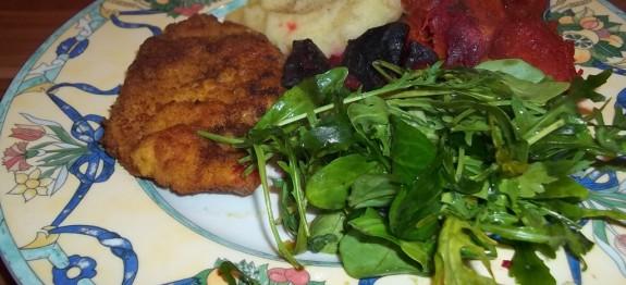 Rántott sertéscomb vajas krumplipürével, párolt zöldségekkel