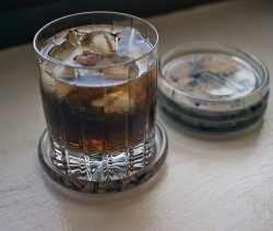 Old Fashioned Rum and Coke koktél