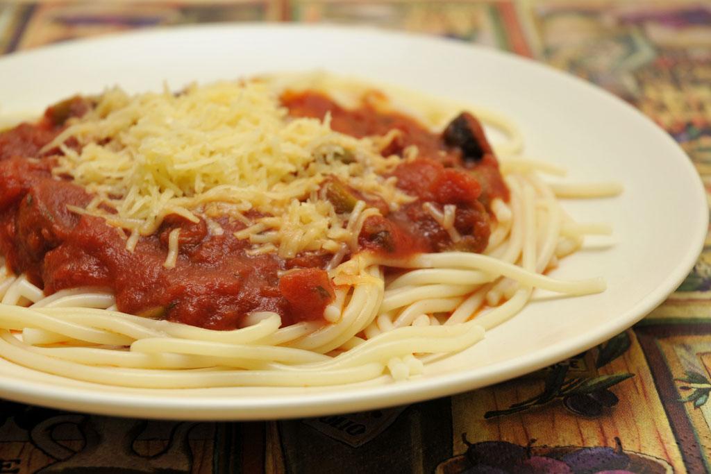 Paradicsomos-olívás spagetti