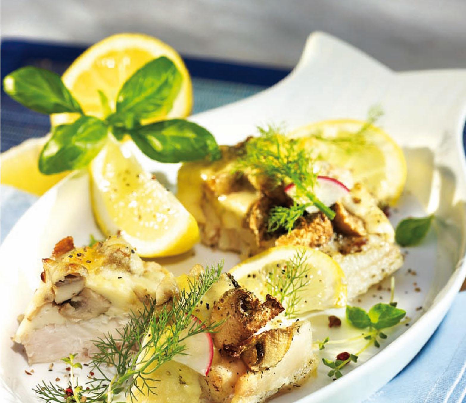 Bazsalikomos párolt tengeri hal csőben sütve