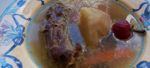 Húsleves pulykanyakból és csirkefarhátból cérnametélttel