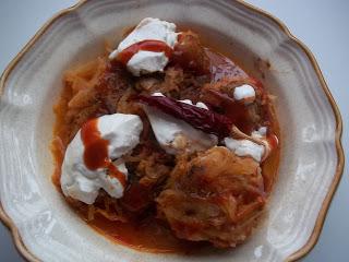 Vörösboros, paradicsomos, chilis töltött káposzta