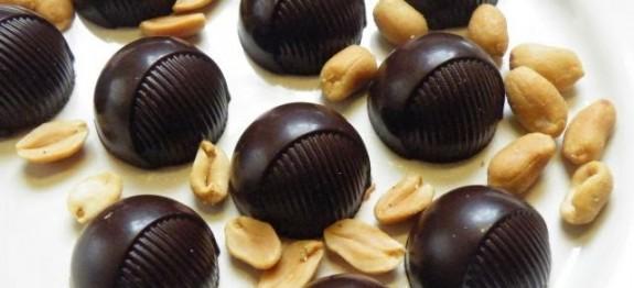 Karamellizált fehér csoki - sós mogyoró krokant bonbon