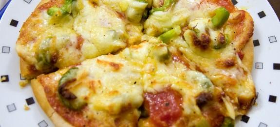 Mozzarellás-paprikás pizza