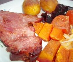Sült füstölt-főtt tarja sült zöldségekkel