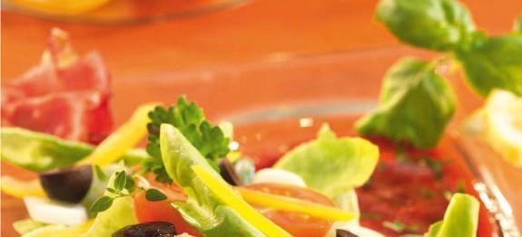 Théziai saláta sült paradicsommal és rukkolával