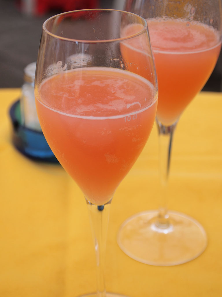 Virgin Bellini koktél