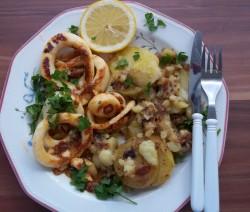 Fehérboros, chilis, fokhagymás tintahalkarikák petrezselymes sült krumplival