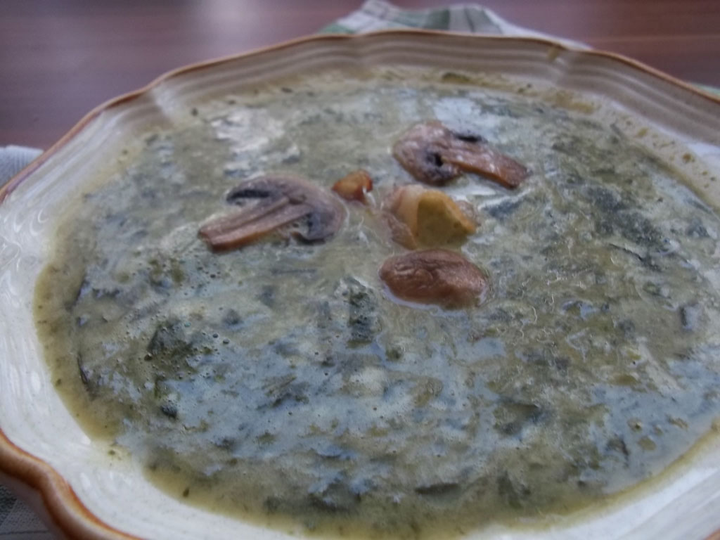 Medvehagyma krémleves sült baconnel és gombával